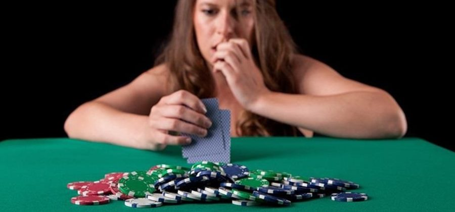 What is bluffing and how to correctly use it in poker?